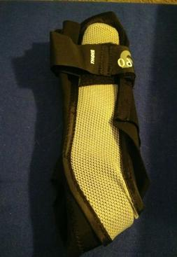 Aircast A60 Ankle Support Brace Right Foot Black Medium Shoe
